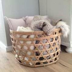 Rieten mand medium - Basket Bin - Ideas of Basket Bin - Rieten mand medium Home Decor Baskets, Basket Decoration, Diy Home Decor, Living Room Decor, Bedroom Decor, Blanket Basket, Blanket Storage, Room Essentials, Cozy House