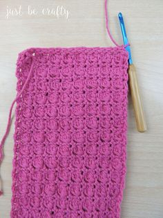 Learn how to make your own reusable crochet wet mop pad! This wet mop pad is designed to fit the standard Swiffer Wetjet. Baby Hat Patterns, Loom Patterns, Knitting Patterns, Crochet Patterns, Scrubbies Crochet Pattern, Crochet Potholders, Crochet Granny, Crochet Geek, Form Crochet