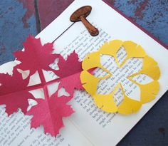 Kirigami Fall Decorations tutorial # Crafts Use as bookmark Halloween Arts And Crafts, Crafts For Kids, Book Crafts, Diy Crafts, Origami Leaves, Leaf Cutout, Origami And Kirigami, Autumn Crafts, Fall Diy