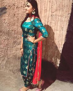 Gorgeous lady wearing a Beautiful suits WhatsApp us for Purchase & Inquiry : Buy Best Designer Collection from by Patiala Suit Designs, Salwar Designs, Kurta Designs Women, Kurti Designs Party Wear, Punjabi Salwar Suits, Punjabi Dress, Patiala Salwar, Patiala Dress, Anarkali