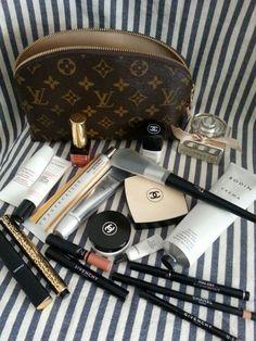 Summer beauty essentials Source by ravenspen Makeup Kit, Skin Makeup, Makeup Inspo, Classy Aesthetic, Aesthetic Makeup, Beauty Essentials, Beauty Skin, Beauty Makeup, Summer Beauty