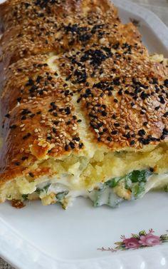 Sizlerle harika bir lezzet olan peynirli rulo tarifini paylaşıyorum..Aniden gelen misafirlerinize kolaylıkla hazırlayabileceğiniz bir tarif....