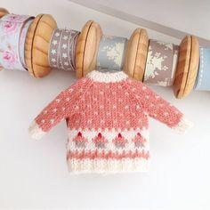 Sweater handmade for Blythe. Sweater handmade for Blythe. Knitting Kits, Loom Knitting, Baby Knitting, Knitting Patterns, Crochet Doll Clothes, Knitted Dolls, Crochet Dolls, Little Cotton Rabbits, Knit Basket