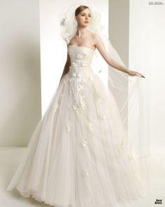 #sexi #love #jeans #clothes #coat #shoes #fashion #style #outfit #heels #bags #treasure #blouses #wedding #weddingdress #weddingday #weddingcelebration #weddingwoman Nádherné ľahučké svadobné šaty - Zuhair Murad