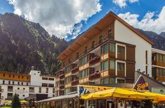 Wellnessurlaub Pitztal: Auszeit im Hotel Vier Jahreszeiten Outdoor, Aktiv, Mansions, House Styles, Home Decor, Annual Leave, Steam Bath, Relaxing Room, Air Fresh