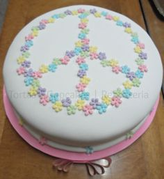 tortas con simbolo de amor y paz - Buscar con Google Big Cakes, Just Cakes, Sweet Cakes, Cakes And More, Cake Decorating Tutorials, Cookie Decorating, Peace Sign Cakes, Cake Cookies, Cupcake Cakes