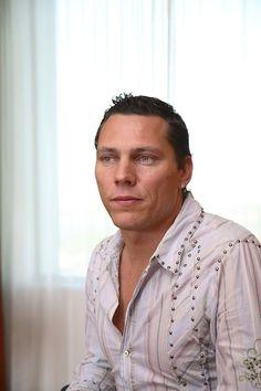 Tijs Michiel Verwest (Dutch pronunciation: [ˈtɛi̯s miˈxil vərˈʋɛst] born 17 January 1969), better known by his stage name Tiësto (/tiˈɛstoʊ/ tee-es-toh; Dutch pronunciation: [ˈcɛstoː]), is a Dutch DJ and record producer.[