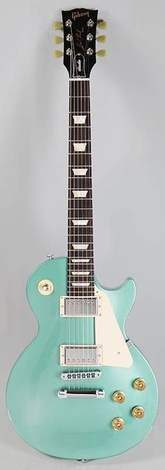 Gibson Les Paul Studio 2016 (Inverness Green) Such a must have. Gibson Les Paul Slash, Gibson Les Paul Faded, Gibson Les Paul Sunburst, Gibson Les Paul Studio, Music Guitar, Cool Guitar, Ukulele, Guitar Room, Joe Bonamassa