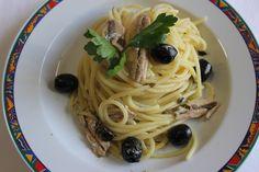 Spaghetti alici e olive nere