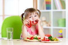 Incluir alimentos saudáveis na dieta das crianças é muito difícil, mas existem formas de simplificar essa tarefa. http://www.eusemfronteiras.com.br/como-incentivar-os-pequenos-a-comerem-alimentos-saudaveis/ #eusemfronteiras #saúde #crianças #alimentaçãosaudável #nutrição #nutriçãoinfantil