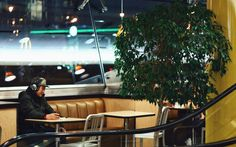 ITAP of a man sitting at a fast food restaurant http://ift.tt/2iHvSsg
