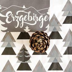 MOODBOARD VII I Hey! Das Erzgebirge inspiriert mich immer wieder zu neuen Dessins, heute mal ohne Knallfarbe, dafür aber schön geometrisch. Gilt das jetzt schon als skandinavisch? #moodboard #cotton #pinecone #screenprint #siebdruck #triangle #mountainlife #conifer #textiles #fabric #mood #naturelove #collage #assemblage #erzgebirge #mshey #textildesign #instadesign #grey #blackandwhite #scandinaviandesign #structures #lovedetails #bloggerstyle #creativelifehappylife #makersgonnamake #littl... Something New, Mood Boards, Artsy, Collage, Instagram, Home Decor, Pictures, Textile Design, Silk Screen Printing
