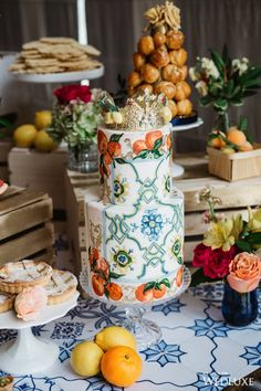 WOW! I can't believe this cake looks just like a ceramic! | Photography by: The Love Studio Follow @WedLuxe for more wedding inspiration! #greekwedding #bigfatgreekwedding #cake #cakeinspiration