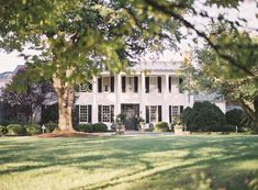 Clifton Inn, which nestles in the shadows of the Blue Ridge Mountains in Charlottesville. Elegant Autumn Wedding Inspiration from Joey Kennedy Photography