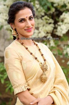 Shilpa Reddy in Rudraksha Beads Set Indian Jewellery Design, Jewellery Designs, Set Saree, Indian Groom Wear, Saree Blouse Neck Designs, Sleeve Designs, Blouse Styles, Fashion Boutique, Indian Fashion