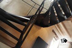 double limon et marches en métal perforé, cet escalier au design épuré, d'inspiration industrielle, est à la fois solide et aéré. conforme aux normes PMR Stairs, Inspiration, Home Decor, Steel Stairs, Clean Design, Industrial, Biblical Inspiration, Stairway, Decoration Home