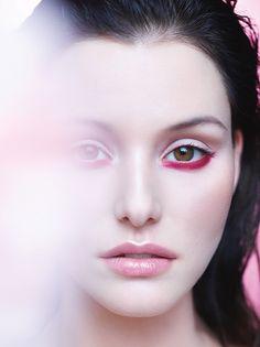 55c2398e1bc20 Maquiagem de verão  olho colorido + boca vermelha é aposta pra ...