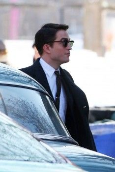 Rob on set of 'LIFE' in Toronto, Feb 19th 2014 (1)