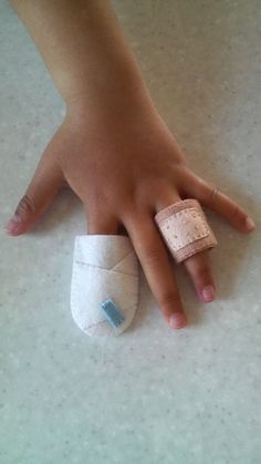 Pretend bandages for hospital or doctor dramatic play Sewing For Kids, Diy For Kids, Crafts For Kids, Sewing Toys, Sewing Crafts, Sewing Projects, Fabric Toys, Felt Fabric, Felt Diy