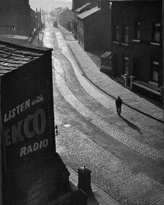 """""""Sunday Morning, Oldham"""" - 1946 - photographer Wolfgang Suschitzky."""