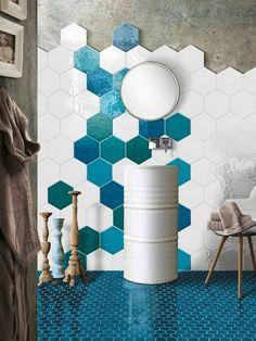 Ceramic floor and wall tiles. Tiles and mosaics for your bathroom. Honeycomb Tile, Hexagon Tiles, Bad Inspiration, Bathroom Inspiration, Bathroom Interior Design, Interior Decorating, Casa Milano, Wall Design, House Design