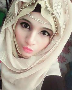 Hijabi Girl, Girl Hijab, Islamic Girl Pic, Wedding Hijab Styles, Hijab Dpz, Hijab Style Tutorial, Hijab Fashionista, Muslim Beauty, Muslim Hijab