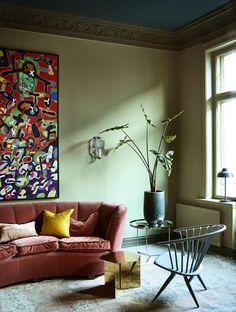 Dit appartement in Oslo is één en al kleur- Elle Nederland Interior Paint, Modern Interior, Interior Design, Color Inspiration, Interior Inspiration, Paint Brands, Living Room Pictures, Oslo, Cosmopolitan