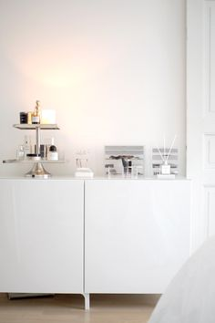 My make-up table from Ikea, Bestå: http://www.idealista.fi/charandthecity/2017/02/16/makuuhuoneen-kampauspoydan-esittely/