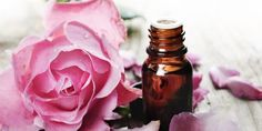 Rose Otto Essential Oil: Benefits and Uses Based on Facts - NaturallyDaily Bio Oil Pregnancy, Massage Pressure Points, Massage Benefits, Oil Benefits, Rose Essential Oil, Flower Oil, How To Treat Acne, Medicinal Herbs