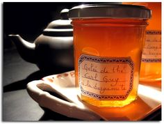 GELEE DE THE (eau minérale, thé Earl Grey, sucre, agar-agar, huile essentielle de bergamote) Chutney, Gourmet Recipes, Cooking Recipes, Agar Agar, Thermomix Desserts, My Cup Of Tea, Jelly, Herbalism, Sweets