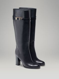 HIGH HEELED BOOT WITH STRAP