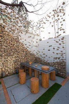 Φράχτες, τοίχοι, οριοθέτηση παρτεριών, αυτόνομα παρτέρια, βάσεις για τραπέζια εξωτερικού χώρου, καθίσματα, συντριβάνια, λιμνούλες όλα με πέτρες και σύρμα!