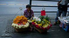 vendedora de guirlandas para Buda e Ganesha, Bangcok - Thai