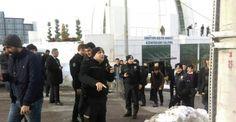 Kocaeli Üniversitesi'nde gergin seçim: 37 gözaltı Kocaeli Üniversitesinde 24 Kasım tarihinde gerçekleşen ve usulsüz olduğu için iptal edilip 11 Ocak tarihine alınan Öğrenci Konseyi Seçimi olaylı bitti. Çıkan kavgada 37 kişi gözaltına alındı. http://feedproxy.google.com/~r/dosyahaber/~3/SUZSWhYgJz4/kocaeli-universitesinde-gergin-secim-37-gozalti-h11433.html