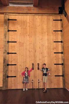 Planning a visit? Check out these Ark Encounter Tips before you take your family to see the amazing life-size Noah's Ark in Williamstown, Kentucky. Camping In Nj, Kentucky Camping, Kentucky Vacation, Camping First Aid Kit, Yosemite Camping, Camping Spots, Camping World, Camping Gear, Camping Places