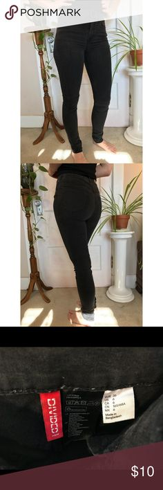 H&M Black High Waist Skinny Jeans Very comfortable and stretchy black high waist jeans. A little too tight for me. Says size 6 but fits more like a 4. Divided Jeans Skinny