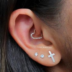 piercer Daith Piercing with Gold Heart … – Professional: Gabriela Garcia.piercer Daith Piercing with Gold Heart … – Professional: Gabriela Garcia.piercer Daith Piercing with Gold Heart …. Innenohr Piercing, Spiderbite Piercings, Daith Piercing Jewelry, Bellybutton Piercings, Ear Jewelry, Stone Jewelry, Body Jewelry, Jewellery, Jewelry Accessories