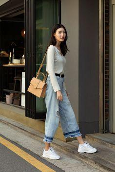 Second story of Seoul womens street style in spring of 2019 écheveau Rihanna Street Style, Berlin Street Style, Korea Street Style, Spring Street Style, Korea Style, European Street Style, Italian Street Style, European Fashion, Street Style Women
