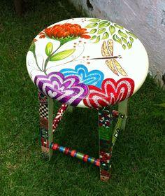 Banqueta Dragonfly - gorgeous work..needs an artist source!