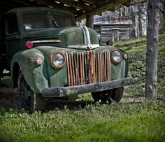An old Ford truck rusting away.  This appears to be a mid-40's model; from about 1946 or 47.
