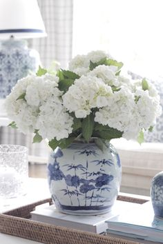 Flower arrangement with white hyrangeas Beautiful Flower Arrangements, Floral Arrangements, Beautiful Flowers, Blue And White Vase, White Vases, Blue Pottery, Blue China, Ginger Jars, White Decor