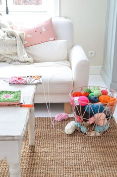 It's time to shine, all you crafters, decorators and notorious closet knitters. These 19 ways to decorate with yarn will make the yarn section your new favorite place to shop! My Living Room, Home And Living, Room Inspiration, Interior Inspiration, Easy Yarn Crafts, Deco Pastel, Home And Deco, Decoration, My Dream Home