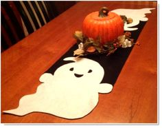 GhostTable Runner ♥ http://felting.craftgossip.com/2014/08/31/felt-ghost-table-runner-tutorial/