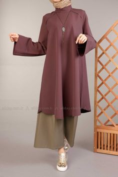 Travel Outfit Hijab For Women - Travel Casual Hijab Outfit, Hijab Chic, Islamic Fashion, Muslim Fashion, Sporty Outfits, Fashion Outfits, Hijab Fashionista, Hijab Fashion Inspiration, Islamic Clothing