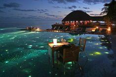 Bila sebut Maldives pastinya yang terbayang di mata adalah pantai yang cantik dan pulau-pulau kecilnya. Dianggarkan dalam setahun lebih dari 600,000 pelawat men