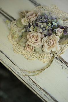 изображение 1 Fabric Roses, Silk Flowers, Rose Crafts, Ribbon Work, Fashion History, Floral Arrangements, Floral Wreath, Wreaths, Paper