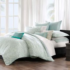 This Mykonos duvet cover by Echo brings a calm feeling to the bedroom. The oversized duvet cover is made from 100-percent cotton with a mosaic tile design. The top of bed is complete with a tackless finish on the edge for a clean look.