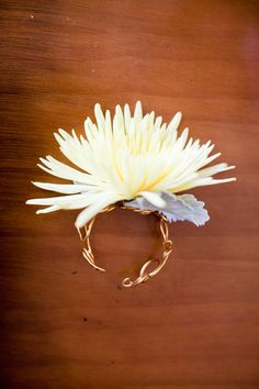 Updated version of the wrist corsage -  Photography by martalocklearphot..., Flowers by karinsflorist.com
