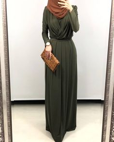 Modest Fashion Tips For Change Your Hairstyle Change is good, but it's even better when it takes onl Hijab Gown, Hijab Evening Dress, Hijab Dress Party, Hijab Style Dress, Hijab Chic, Abaya Fashion, Muslim Fashion, Modest Fashion, Fashion Outfits