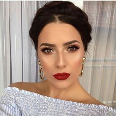 Rote Lippen, braune Augen, tolles Make-up. - - - up LippenYou can find Dupes and more on our website.Rote Lippen, braune Augen, tolles Make-up. - - - up Lippen Glam Makeup, Red Lips Makeup Look, Elegant Makeup, Formal Makeup, Makeup Inspo, Makeup Inspiration, Red Lipstick Makeup, Makeup For Tanned Skin, Brow Eyes Makeup